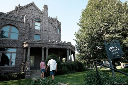 Visitors head into the Peirce Mansion to see restorations and then learn history about it and the surrounding Jackson Street area in Sioux City, Iowa, Thursday July 13, 2017. (photo by Jerry L Mennenga©)
